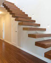 Kinder die treppe hoch oder runter rennen. Welche Lage Eignet Sich Fur Welche Treppenart Aroundhome