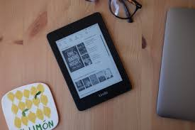 Kindle Paperwhite Charge Light Doesn T Turn Green Kindle Paperwhite Review The Kindle You Should Buy