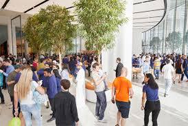 apple celebrates opening at dubai