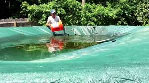 removing water and leaves on above ground pool cover