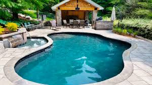 Architecture:Contemporary Pool Design With Stone Wall Fence And Natural  Modern Kidney Shaped Pool Also