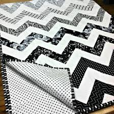 "Tuxedo // Zig Zag Quilt by Dear Stella Design | Project | Sewing ... & This adapted ""Zig Zag"" pattern (Opus No. 11) has become a staple for us at  Dear Stella, and we are in love with this classic black & white version! Adamdwight.com"