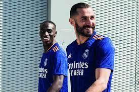 """لا يريد توريط ريال مدريد.. بنزيما """"الصادق"""" يرفض اقتراح بيريز!"""