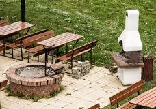 Barbecue Da Esterno In Pietra : Barbecue di pietra nel giardino fotografia stock immagine