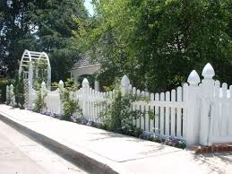 Vinyl picket fence front yard Ft Front Yards Not All White Picket Fences Are Created Alike Explore Your Options Pinterest Pin By Gail Corcoran Realtor On White Wraparounds Pinterest