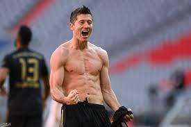 جريدة الرياض | ليفاندوفسكي يحطم رقم مولر ويصبح أكثر لاعب يسجل أهدافا في  موسم واحد