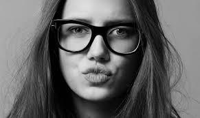 Beim Bummel durch Disneyland Paris entdeckt, schaffte es das hübsche, damals 14-jährige Mädchen Nicole Poturalski mit vollen Lippen und großen blauen Augen ... - nico_teaserveryBigRectangle