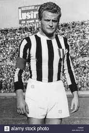 Italiano: Il calciatore italiano Giampiero Boniperti alla Juventus nei  primi Anni 50 del XX secolo. zwischen 1950 und 1953. Unbekannt 33 Giampiero  Boniperti, Juventus Stockfotografie - Alamy
