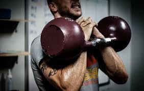 hombre, levantamiento, campanas de caldera, pesas rusas, entrenamiento con  pesas rusas, crossfit, fitness, ejercicio, gimnasio, entrenamiento   Pxfuel