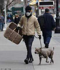 Jun 07, 2021 · justin theroux regrets explaining 'the leftovers' ending: Justin Theroux Holds An Enormous Basket As He Walks His Beloved Save Pup Kuma In Nyc Strong Chimp