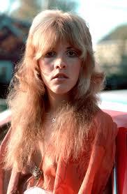 Stevie Nicks: Warum sie die ultimative Muse für DIE Sommerfrisur ...