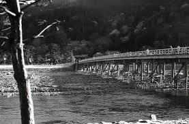 今も昔も変わりません 渡月橋京都嵐山京都府京都市 北へ南へ東へ西へ