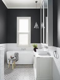 Ein Modernes Weißes Badezimmer Schwarz Und Weiß Badezimmer Fliesen