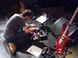 paul gilbert diy pedalboard diy guitar tone paul gilbert working on his pedal board