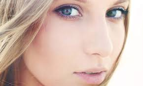 a natural makeup look works best with spring s bright fashions