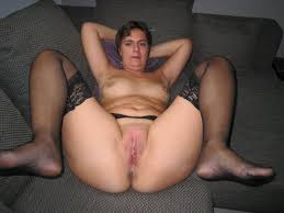 Fat mature shows pussy