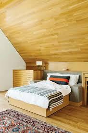 Schlafzimmer Mit Dachschräge Wandverkleidung Hell Holz Warm