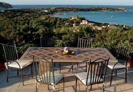Cascate Da Giardino In Pietra Prezzi : Arredamento giardino se e tavoli da esterno per il