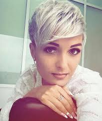 Pin Uživatele Kateřina Na Nástěnce účesy Krátké Vlasy účesy A Vlasy