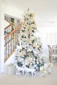 Christmas tree in white and gold-- this is gorgeous