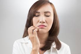 what causes itchy red skin under the eyes around the mouth