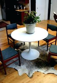 Round Rug For Under Kitchen Table How To Place A Rug With A Round