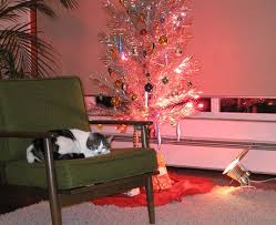 ... aluminum-christmas-tree-with-elvis-the-cat ...