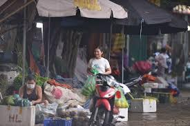 Chợ xanh văn quán (hà đông, hà nội) bị tạm thời phong tỏa vì liên quan đến lịch trình một ca f0 ở công ty t&t. 8sri K5nfv6lzm