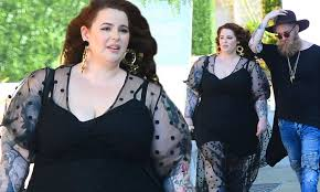 Tess Holliday Size Chart Size 22 Model Tess Holliday Wows In Plunging Sheer Dress