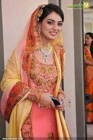 dewy bridal makeup look nazriya
