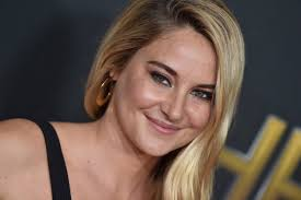 Shailene woodley confirmed that she's engaged to green bay packers quarterback aaron rodgers. Where Did The Rumors About Aaron Rodgers And Shailene Woodley Start