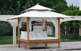Bedroom : Beautiful Outdoor White Daybed With Canopy And Black Iron ...