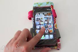 close up diy armband for touchscreen devices a tutorial by melly sews