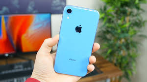 Apple iPhone XR unboxing and first look