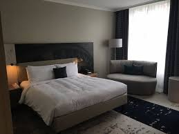 Renaissance Hamburg Hotel: Room For Three   One Double Bed + One Portable  Small Bed