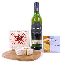 picture of glenfiddich cake and cheese gift
