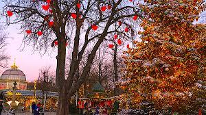 Crystal Lake Light Parade Tivoli Gardens Christmas Celebrations Everything Copenhagen