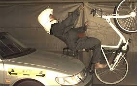衝撃でエアバッグが開き頭部を守るホーブディング 出典:ライトウェイプロダクツジャパン