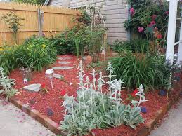 flower beds | ... love the red mulch, and all of my flower