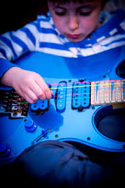 Resultado de imagen de niños músicos