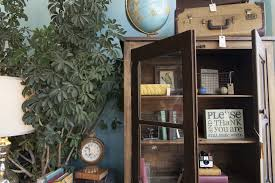 Small Picture Furniture stores in Chicago for home goods and home decor