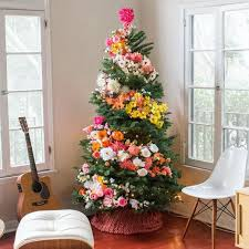 People Are Decorating Their Christmas Trees With Flowers And The Awesome Flowers Decoration For Home Ideas