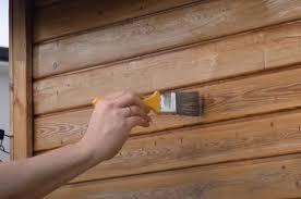 Wenn ein gartenhaus an der grundstücksgrenze gebaut werden soll, dann sollten einige kriterien beachtet werden. Gartenhaus Aus Holz Streichen Tipps Fur Pflege Schutz