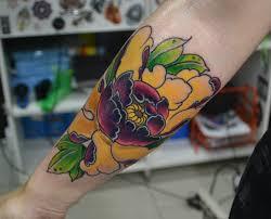 цветной цветок на предплечье фото татуировок
