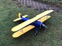 Alle teile aus dem 3d drucker und das fertige modell im hintergrund. Das Erste Modell Fast Vollstandig Aus Dem 3d Drucker Fliegt In Dietzenbach Flug Und Modellbau Club Dietzenbach E V