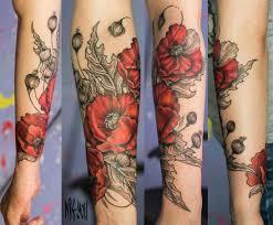 красные цветы татуировка на руке Tattoografika