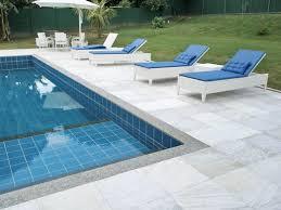 Quando olhada por dentro da piscina elas tem todas a mesma espessura, dando um aspecto simétrico à borda da piscina. Pedra Sao Tome Guia Completo Com Dicas E Fotos De Projetos
