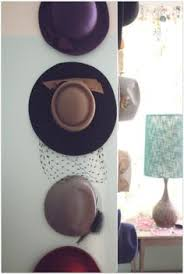 Hanging hats as decoration in the bedroom