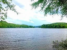 fermes et terres à vendre lac montauban à st alban en mauricie terrain directement sur le bord de l eau droit de construction navigable 4981 4 m2