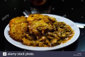 Kartoffelpuffer Mit Würziger Eintopf, Köstliche Traditionelle Gericht, Ungarische  Küche, Leckeres Essen